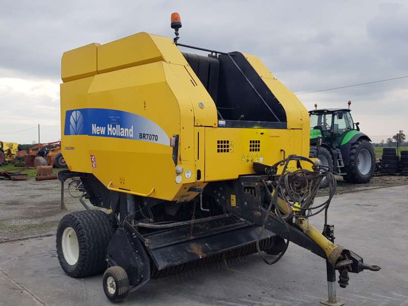 ROTOPRESSA NEW HOLLAND CROPCUTTER BR 7070