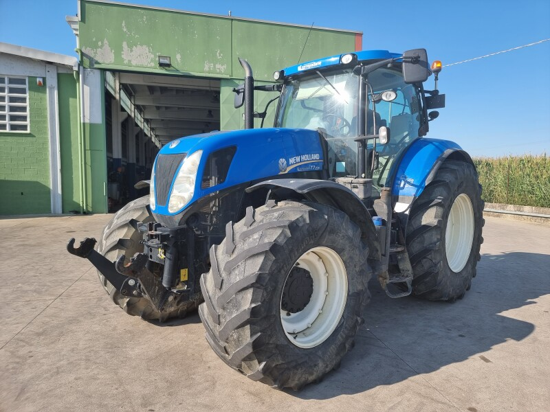 TRATTORE NEW HOLLAND T7  235